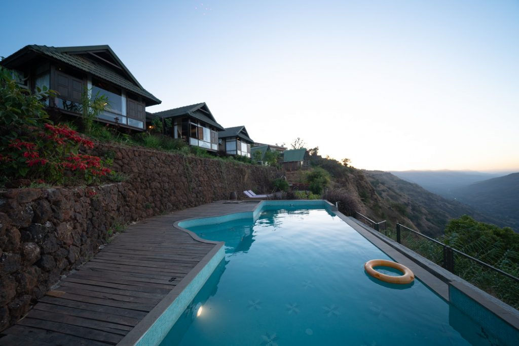 Infinity pool stay